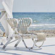 sika-design-fox-exterior-lounge-chair-dove-white-lifestyle-photo_1571324810_2048x
