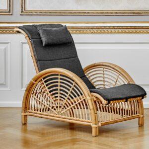 sika-design-icons-arne-jacobsen-paris-designer-chair-nature-lifestyle-photo_1571324798_2048x
